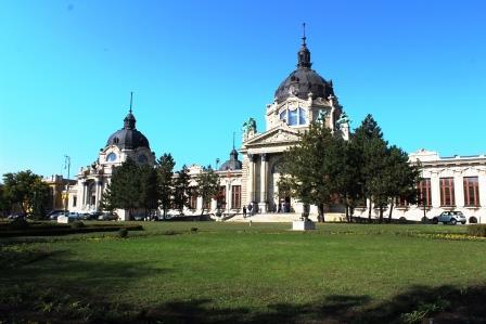 Cladire bai Budapesta