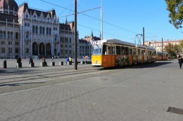 Tramvai galben Parlament Budapesta